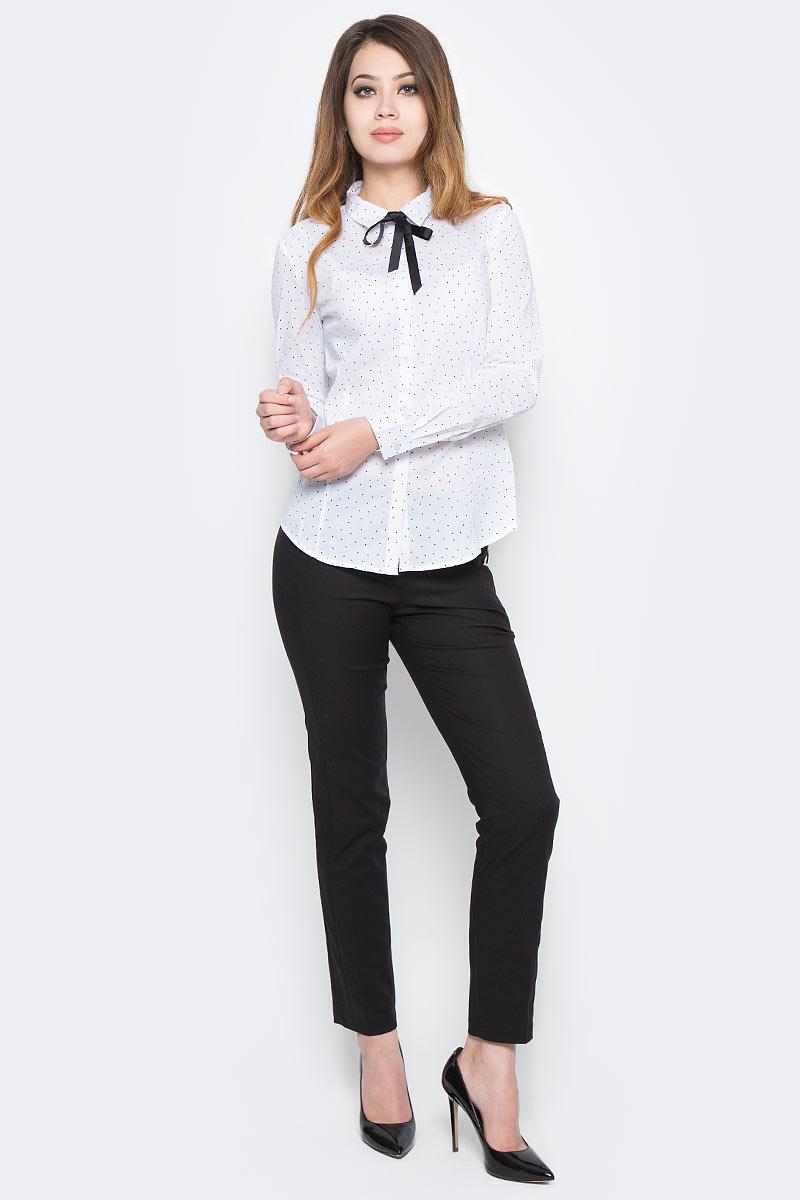 Рубашка женская Sela, цвет: белый. B-112/1308-7350. Размер 46B-112/1308-7350Классическая женская рубашка Sela, изготовленная из качественного материала в мелкий горошек, поможет создать стильный образ и станет отличным дополнением к повседневному гардеробу. Модель приталенного кроя с отложным воротничком застегивается спереди на пуговицы, скрытые планкой, и дополнена съемным бантом. Манжеты длинных рукавов также дополнены пуговицей. Модель подойдет для офиса, прогулок или дружеских встреч и будет отлично сочетаться с юбками, а также гармонично смотреться с джинсами и брюками. Мягкая ткань на основе хлопка, нейлона и эластана приятна на ощупь и комфортна в носке.