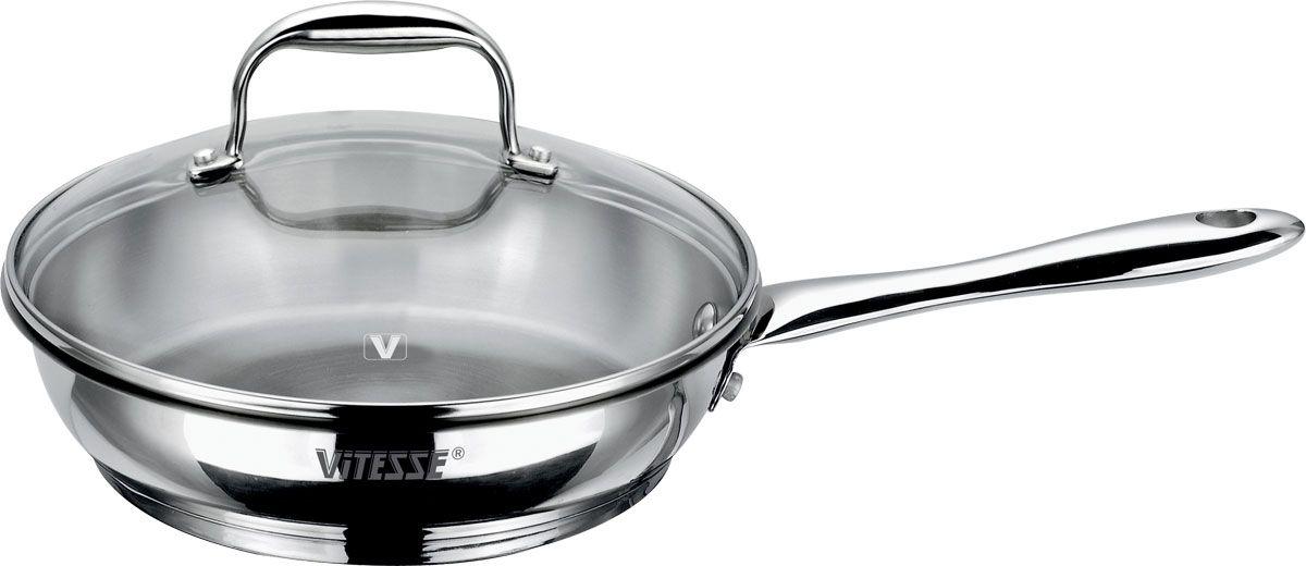 """Сковорода """"Vitesse"""" изготовлена из высококачественной нержавеющей стали и обладает  термоаккумулирующим дном с алюминиевой прослойкой, есть шкала литража на внутренней  стенке. Сковорода равномерно нагревается и доводит блюдо до готовности.  Ручка сковороды выполнена из нержавеющей стали и прикреплена заклепками. Крышка,  изготовленная из жаропрочного стекла, оснащена ручкой и стальным ободом. Благодаря такой  крышке можно следить за приготовлением пищи без потери тепла.  Подходит для использования на всех видах плит, включая индукционные. Изделие можно мыть в  посудомоечной машине.  Диаметр по верхнему краю: 22 см.  Высота стенки: 6 см.  Объем: 1,9 л."""