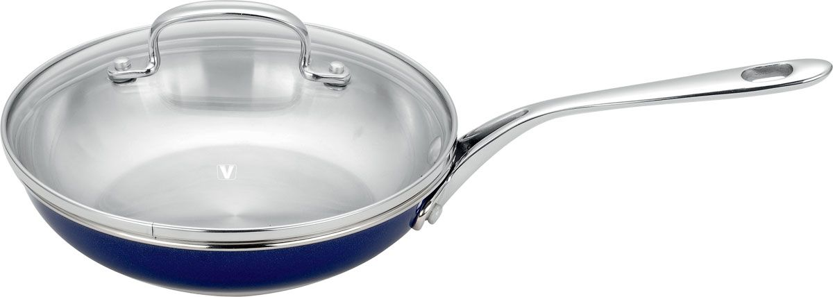 Сковорода Dahlia, 2,5 лVS-1489-blueСковорода Dahlia изготовлена из высококачественной нержавеющей стали 18/10. Многослойное термоаккумулирующее дно сковороды с прослойкой из алюминия обеспечивает наилучшее распределение тепла. Прозрачная крышка, выполненная из термостойкого стекла с клапаном для выпуска пара, позволяет следить за процессом приготовления пищи, а литые ручки, крепящиеся заклепками, обеспечивают удобство при эксплуатации.Форма кромки сковороды предотвращает разливание жидкости, а благодаря правильности линий кромки в комбинации с крышкой обеспечивается максимальная герметизация между ними. Наружная поверхность сковороды отделана серебристо-синим полиэстеровым покрытием, что придает ей нотки благородности и изысканности.Сковорода подходит для газовых, электрических, стеклокерамических плит и пригодна для мытья в посудомоечной машине. Характеристики: Диаметр сковороды: 25 см. Диаметр диска сковороды: 17 см. Высота стенки сковороды: 5,5 см. Длина ручки: 21 см. Объем: 2,5 л. Материал:нержавеющая сталь, стекло. Толщина стенок: 0,6 мм. Кухонная посуда марки Vitesseиз нержавеющей стали 18/10 предоставит Вам все необходимое для получения удовольствия от приготовления пищи и принесет радость от его результатов. Посуда Vitesse обладает выдающимися функциональными свойствами. Легкие в уходе кастрюли и сковородки имеют плотно закрывающиеся крышки, которые дают возможность готовить с малым количеством воды и экономией энергии, и идеально подходят для всех видов плит: газовых, электрических, стеклокерамических и индукционных. Конструкция дна посуды гарантирует быстрое поглощение тепла, его равномерное распределение и сохранение. Великолепно отполированная поверхность, а также многочисленные конструктивные новшества, заложенные во все изделия Vitesse, позволит Вам открыть новые горизонты приготовления уже знакомых блюд. Для производства посуды Vitesseиспользуются только высококачественные материалы, которые соответствуют международным стандартам.