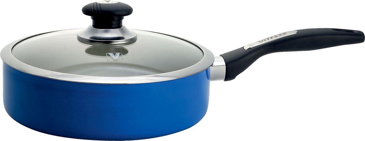 Сковорода Vitesse с крышкой, цвет: синий. Диаметр 26 см + подарокVS-2203-blueСковорода Vitesse изготовлена из высококачественного алюминия. Она имеетстойкое внутреннее керамическое покрытие, позволяющее готовить притемпературе до 450°С и обеспечивающее быстрый нагрев и равномерноераспределение тепла по все поверхности. Внешнее элегантное цветноепокрытие было подвергнуто высокотемпературной обработке. Сковорода имеетвысокопрочную и огнестойкую ручку из бакелита. Ручка не нагревается и имеетудобную форму. Сковорода оснащена стеклянной крышкой с отверстием длявыхода пара и металлическим ободом, которая позволяет следить за процессомприготовления.Сковорода Vitesse подходит для использования на всех типах плит, кромеиндукционной. Также изделие можно мыть в посудомоечной машине. К сковороде Vitesse прилагается подарок - силиконовая лопатка синего цвета.Характеристики:Материал: алюминий, бакелит, стекло, силикон. Внутреннийдиаметр сковороды: 26 см. Высота стенок сковороды:8 см.Длина ручки:19 см. Длина лопатки:25,5 см. Размерупаковки:27,5 см х 27 см х 10 см.