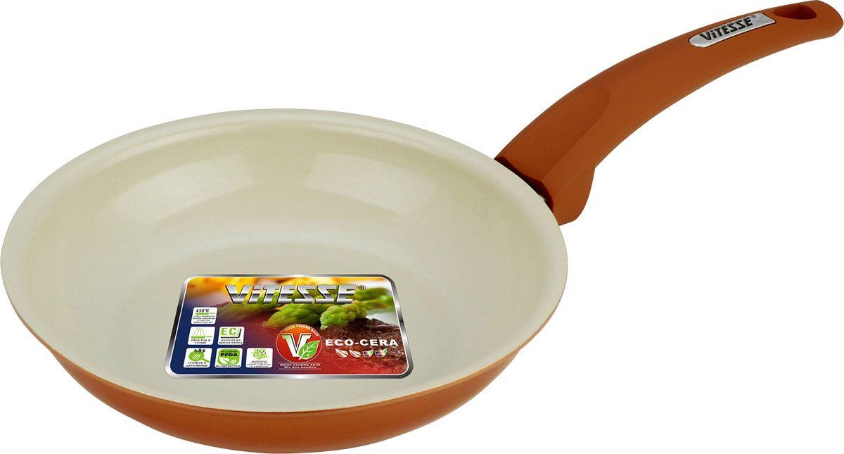 Сковорода Vitesse Le Grande, с керамическим покрытием, цвет: коричневый. Диаметр 20 см. VS-2243VS-2243-orangeСковорода Vitesse Le Grande изготовлена из высококачественного алюминия с внутренним керамическим покрытием премиум-класса Eco-Cera. Благодаря керамическому покрытию пища не пригорает и не прилипает к поверхности сковороды, что позволяет готовить с минимальным количеством масла. Кроме того, такое покрытие абсолютно безопасно для здоровья человека, так как не содержит вредной примеси PFOA. Покрытие стойко к высоким температурам (до 450°С), устойчиво к царапинам.Внешнее цветное силиконизированное покрытие обеспечивает легкую чистку. Дно сковороды снабжено антидеформационным индукционным диском. Сковорода быстро разогревается, распределяя тепло по всей поверхности, что позволяет готовить в энергосберегающем режиме, значительно сокращая время, проведенное у плиты.Сковорода оснащена прочной ненагревающейся ручкой из бакелита с покрытием Soft-Touch. Сковорода пригодна для использования на всех типах плит, включая индукционные. Подходит для чистки в посудомоечной машине.Диаметр сковороды: 20 см.Высота стенки сковороды: 4,5 см.Толщина стенки: 2,5 мм.Толщина дна: 5 мм.Длина ручки: 17,5 см.Диаметр индукционного диска: 12 см.