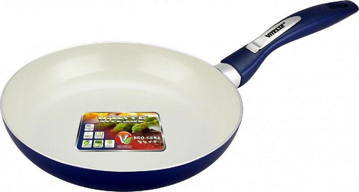 Сковорода Vitesse Le Grande, с керамическим покрытием. Диаметр 26 смVS-2249-blueСковорода Vitesse Le Grande изготовлена из высококачественного алюминия с внутренним керамическим покрытием премиум-класса Eco-Cera. Благодаря керамическому покрытию пища не пригорает и не прилипает к поверхности сковороды, что позволяет готовить с минимальным количеством масла. Кроме того, такое покрытие абсолютно безопасно для здоровья человека, так как не содержит вредной примеси PFOA. Покрытие стойко к высоким температурам (до 450 °С), устойчиво к царапинам. Внешнее силиконовое покрытие обеспечивает легкую чистку. Дно сковороды снабжено антидеформационным индукционным диском. Сковорода быстро разогревается, распределяя тепло по всей поверхности, что позволяет готовить в энергосберегающем режиме, значительно сокращая время, проведенное у плиты. Сковорода оснащена бакелитовой, высокопрочной, огнестойкой, не нагревающейся ручкой удобной формы. Сковорода пригодна для использования на всех типах плит, включая индукционные. Подходит для чистки в посудомоечной машине.Высота стенки сковороды: 4,5 см. Толщина стенки: 2,8 мм.Толщина дна: 5 мм.Длина ручки: 19 см.Диаметр индукционного диска: 20 см.