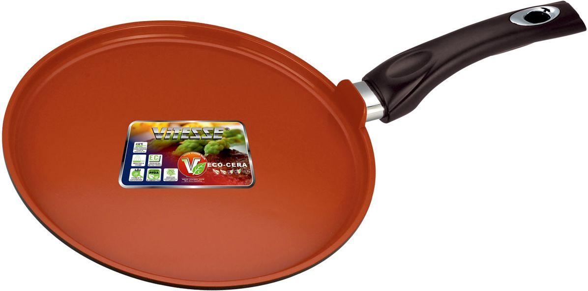 Блинница Vitesse Cherry, цвет: красный, диаметр 25 смVS-2280Блинница Cherry, изготовленная из высококачественного алюминия, предназначена для комфортного и быстрого приготовления блинов без излишнего количества подсолнечного масла. Внутренняя поверхность блинницы имеет керамическое покрытие премиум класса Eco-cera, которое обеспечивает равномерный нагрев и устойчиво к царапинам. Слой антипригарного покрытия полностью устраняет пригорание пищи и ее прилипание к стенкам и дну. Удобная бакелитовая ручка в процессе приготовления не нагревается. Обжаренная на блиннице пища отлично сохраняет свои вкусовые качества и имеет привлекательный, аппетитный вид. Блинница подходит для использования на всех типах плит (кроме индукции), также можно мыть в посудомоечной машине. Характеристики: Материал:алюминий, керамика, бакелит. Внутренний диаметр сковороды:25 см. Толщина стенок:0,25 см. Высота стенок:1,4 см. Толщина дна сковороды:0,5 см. Диаметр основания сковороды:23 см. Длина ручки:19 см. Артикул:VS-2280.