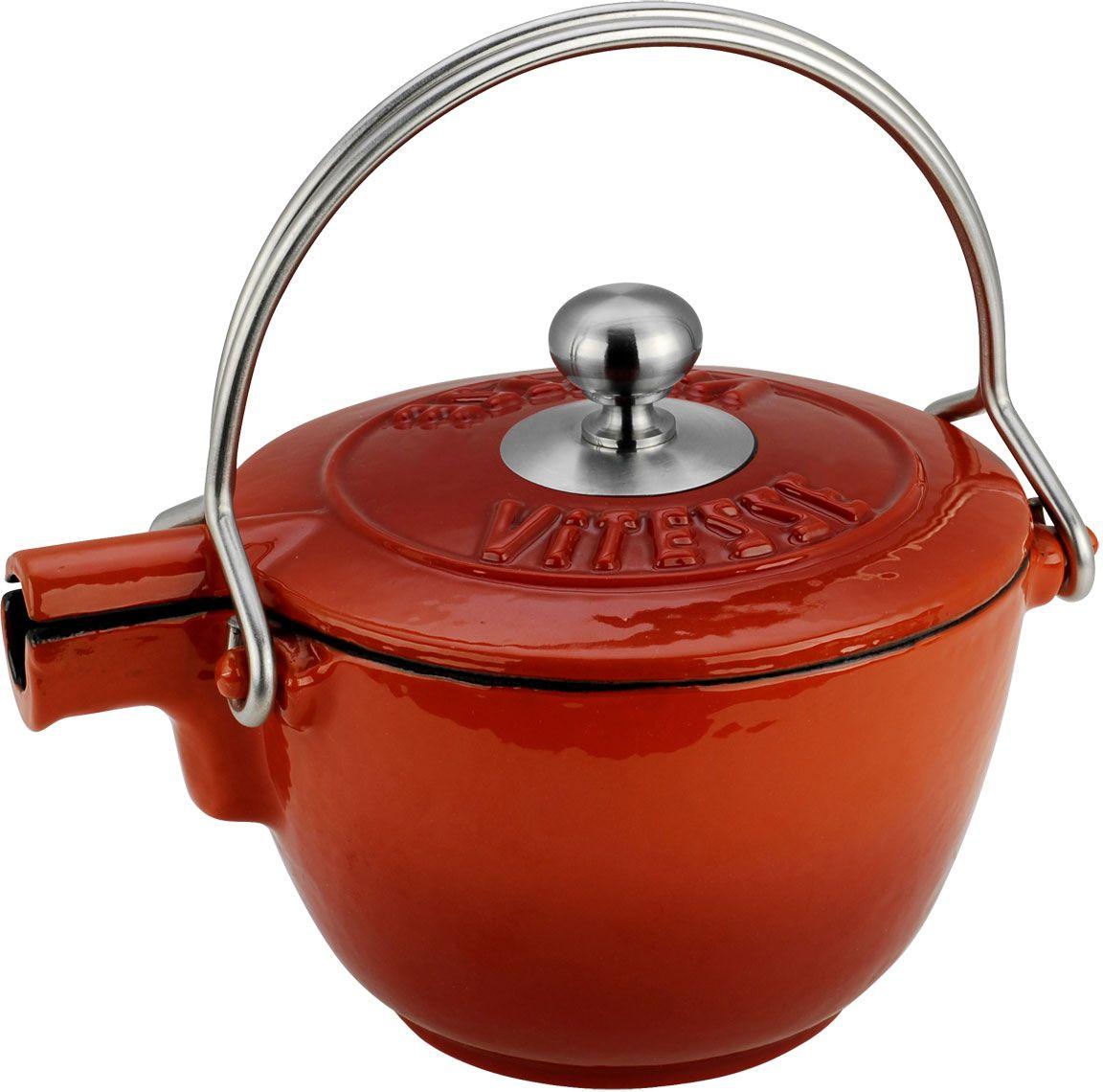 Чайник заварочный Vitesse Ferro, с ситечком, цвет: оранжевый, 1,15 лVS-2329-redЗаварочный чайник Vitesse Ferro изготовлен из чугуна с эмалированной внутренней и внешней поверхностью. Эмалированный чугун - это железо, на которое наложено прочное стекловидное эмалевое покрытие. Такая посуда отлично подходит для приготовления традиционной здоровой пищи. Чугун является наилучшим материалом, который долго удерживает и равномерно распределяет тепло. Благодаря особым качествам эмали, чем дольше вы используете посуду, тем лучше становятся ее эксплуатационные характеристики. Чугун обладает высокой прочностью, износоустойчивостью и антикоррозийными свойствами. Чайник оснащен двумя металлическими ручками и крышкой. Металлическое ситечко на цепочке с крючком - в комплекте. Можно готовить на газовых, электрических, стеклокерамических, галогенных, индукционных плитах. Подходит для мытья в посудомоечной машине.Высота чайника (без учета ручки и крышки): 10,5 см. Диаметр чайника (по верхнему краю): 15,5 см. Диаметр ситечка: 6 см.