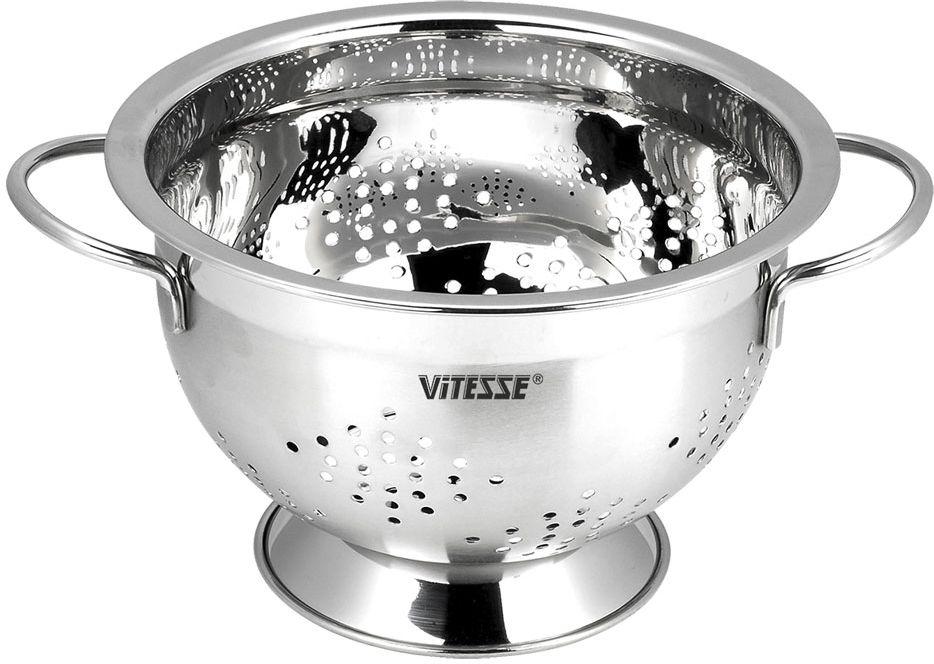 Дуршлаг Vitesse, диаметр 18 см. VS-2800VS-2800Дуршлаг Vitesse выполнен из высококачественной нержавеющей стали 18/10. Сочетание зеркальной внутренней и матовой внешней полировки придает изделию эстетичный внешний вид. Дуршлаг оснащен двумя удобными ручками и устойчивым основанием, которое позволяет ставить его, а не держать в руках при использовании. Он идеально подходит для процеживания, ополаскивания и стекания макарон, овощей, фруктов. Изделие можно мыть в посудомоечной машине. Характеристики:Материал: нержавеющая сталь 18/10. Диаметр дуршлага: 18 см. Высота стенки дуршлага: 12 см. Диаметр основания дуршлага: 11,5 см. Ширина дуршлага (с учетом ручек): 24,5 см.Кухонная посуда марки Vitesse из нержавеющей стали 18/10 предоставит вам все необходимое для получения удовольствия от приготовления пищи и принесет радость от его результатов. Посуда Vitesse обладает выдающимися функциональными свойствами. Легкие в уходе кастрюли и сковородки имеют плотно закрывающиеся крышки, которые дают возможность готовить с малым количеством воды и экономией энергии, и идеально подходят для всех видов плит: газовых, электрических, стеклокерамических и индукционных. Конструкция дна посуды гарантирует быстрое поглощение тепла, его равномерное распределение и сохранение. Великолепно отполированная поверхность, а также многочисленные конструктивные новшества, заложенные во все изделия Vitesse, позволит вам открыть новые горизонты приготовления уже знакомых блюд. Для производства посуды Vitesse используются только высококачественные материалы, которые соответствуют международным стандартам.