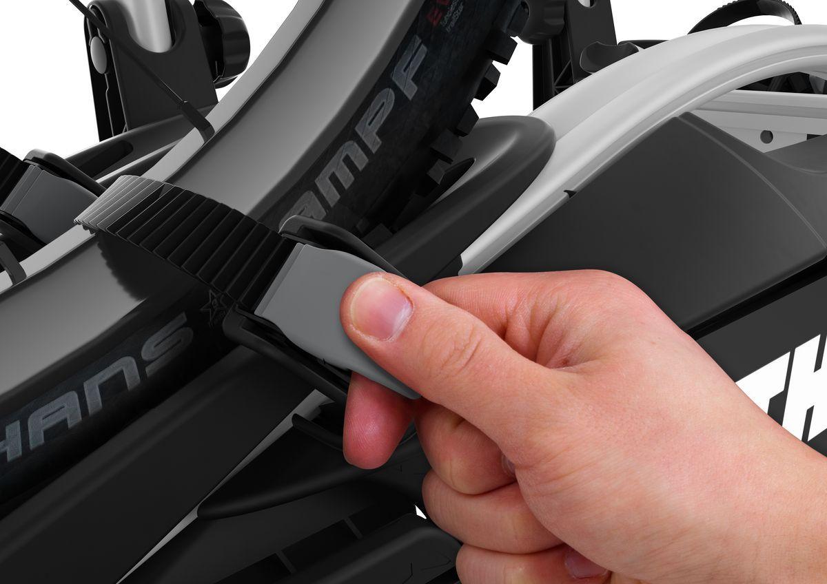 Велобагажник на фаркоп VeloCompact 925 - это самое компактное и легкое велосипедное крепление для повседневного использования. Велобагажник рассчитан на два велосипеда.   Особенности: - Удобная фиксация велосипедов за съемные держатели рамы с запирающимися ручками. - Возможность транспортировки велосипедов с длинной колесной базой благодаря расширяемым одним движением фиксатором колес. - Удобный доступ к багажнику даже с установленными велосипедами благодаря регулируемому наклону ножной педали.  - Регулируемое сцепление с возможностью управления одной рукой для удобной фиксации крепления.   - Простая фиксация колес при помощи длинных ремней с пряжками прижимного типа.  - Удобство хранения благодаря возможности свернуть до плоской формы - подходит для большинства автомобильных багажников.  - Велосипеды фиксируются на креплении, а само крепление - на фаркопе с помощью замков (замки входят в комплект).  - Собран, не требует сборки.  Максимальное количество велосипедов: 2. Грузоподъемность: 46 кг. Максимальный вес велосипеда: 25 кг. Размеры: 130 x 56 x 76 см. Размеры в сложенном виде: 106 x 66 x 30 см. Вес: 14,3 кг. Совместимые размеры рам: 22-80 мм. - Расстояние между велосипедами: 19 см.    Гид по велоаксессуарам. Статья OZON Гид