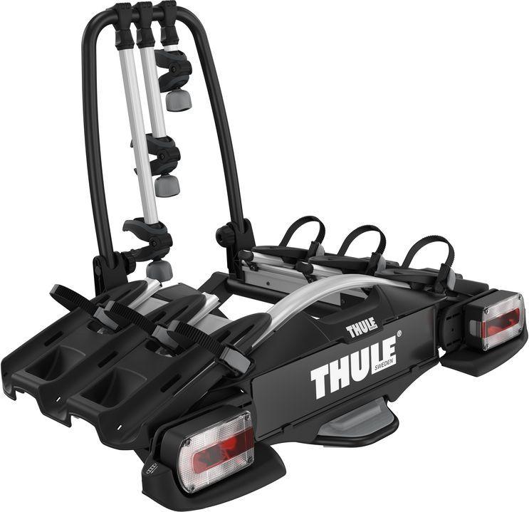 Велобагажник на фаркоп Thule VeloCompact, для 3 велосипедов. 927927Thule VeloCompact - самое компактное и легкое велосипедное крепление Thule для повседневного использования, предназначенное для 3-4 велосипедов.Особенности:- Удобная фиксация и корректировка положения крепления до закрытия фиксатора благодаря изначальной стабильности крепления фаркопа.- Возможность увеличить грузоподъемность до 4 велосипедов путем добавления адаптера для 4 велосипеда.- Удобное крепление велосипедов за съемные велосипедные ручки.- Возможность транспортировки велосипедов с длинной колесной базой благодаря расширяемым одним движением фиксаторам колес.- Удобный ножной доступ даже с установленными велосипедами благодаря регулируемому наклону ножной педали.- Простая фиксация колес при помощи длинных ремней с пряжками прижимного типа.- Удобство хранения благодаря возможности свернуть до плоской формы – подходит для большинства автомобильных багажников.- Прикрепите велосипеды к креплению, а крепление — к фаркопу (замки в комплекте).- Собранный, инструменты не требуются.Максимальное количество велосипедов: 3 (4).Грузоподъемность: 60 кг.Максимальный вес велосипеда: 25 кг.Размеры: 126 x 74 x 80 см.Размеры в сложенном виде: 103 x 74 x 35 см.Вес: 18,9 кг.Совместимые размеры рам: 22-80 мм.- Расстояние между велосипедами: 19 см.