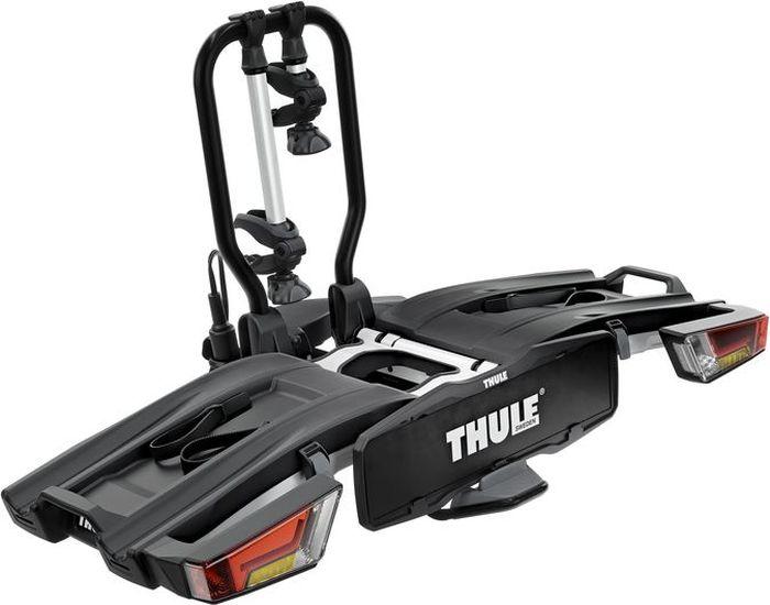 Велобагажник на фаркоп Thule EasyFold XT 2B, для перевозки 2-х велосипедов, складывающийся, 13 pin933Переходник электрический Thule преобразовывает 13-контактную электрическую розетку в 7-контактную. Велобагажник имеет удобный доступ к багажнику даже с установленными велосипедами благодаря регулируемому наклону ножной педали и удобную установку и регулировку крепления для велосипедов до затяжки фиксатора благодаря высокой надежности и изначальной жесткости крепления к фаркопу. Особенности: Эргономичная транспортировка велосипедного крепления благодаря встроенным ручкам для переноски; Собранный, инструменты не требуются; Велосипеды фиксируются на креплении, а само крепление - на фаркопе с помощью замков (замки в комплекте);Полностью складывается, что позволяет легко установить, поднимать и хранить; Высокая грузоподъемность позволяет перевозить электроприводные и тяжелые горные велосипеды; Простота фиксации велосипедов за счет съемных держателей рамы с запирающимися ручками для ограничения крутящего момента Thule AcuTight, которые щелкают при достижении оптимального крутящего момента; Большое расстояние между держателями колес позволяет перевозить велосипеды-внедорожники с большой колесной базой; Регулируемые пряжки прижимного типа с удлиненными ремнями обеспечивают простую фиксацию колес (толщиной до 4.7 дюймов), позволяя перевозить велосипеды с толстыми колесами.Велобагажник на фаркоп Thule EasyFold XT 2B имеет удобный доступ к багажнику даже с установленными велосипедами благодаря регулируемому наклону ножной педали и удобную установку и регулировку крепления для велосипедов до затяжки фиксатора благодаря высокой надежности и изначальной жесткости крепления к фаркопу. Особенности: Эргономичная транспортировка велосипедного крепления благодаря встроенным ручкам для переноски; Собранный, инструменты не требуются; Велосипеды фиксируются на креплении, а само крепление - на фаркопе с помощью замков (замки в комплекте);Полностью складывается, что позволяет легко установи