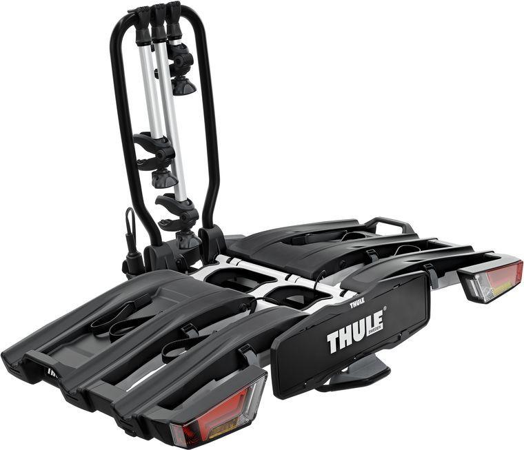 Велобагажник на фаркоп Thule Easy Fold XT, для перевозки 3 велосипедов, складывающийся, 13pin. 934934Thule Easy Fold XT - полностью складываемое, компактное и удобное крепление для велосипедов к фаркопу, совместимое с любыми велосипедами.Особенности:- полностью складывается, что позволяет легко установить, поднимать и хранить,- высокая грузоподъемность позволяет перевозить электроприводные и тяжелые горные велосипеды,- простота фиксации велосипедов за счет съемных держателей рамы с запирающимися ручками для ограничения крутящего момента Thule AcuTight, которые щелкают при достижении оптимального крутящего момента,- большое расстояние между держателями колес позволяет перевозить велосипеды-внедорожники с большой колесной базой,- регулируемые пряжки прижимного типа с удлиненными ремнями обеспечивают простую фиксацию колес (толщиной до 4,7), позволяя перевозить велосипеды с толстыми колесами,- удобный доступ к багажнику даже с установленными велосипедами благодаря регулируемому наклону ножной педали,- удобная установка и регулировка крепления для велосипедов до затяжки фиксатора благодаря высокой надежности и изначальной жесткости крепления к фаркопу,- эргономичная транспортировка велосипедного крепления благодаря встроенным колесам и наличию ручки для переноски,-фиксируйте велосипеды на креплении, а само крепление — на фаркопе с помощью замков (замки в комплекте),- задние фары. Максимальное количество велосипедов: 3.Грузоподъемность: 60 кг.Максимальный вес велосипеда: 30 кг.Размеры: 123 x 83 x 86 см.Размеры в сложенном виде: 31 x 83 x 86 см.Вес: 23,1 кг.Совместимые размеры рам: 22–80 мм.Расстояние между велосипедами: 22/19 см.Разъем питания: 13-pin.