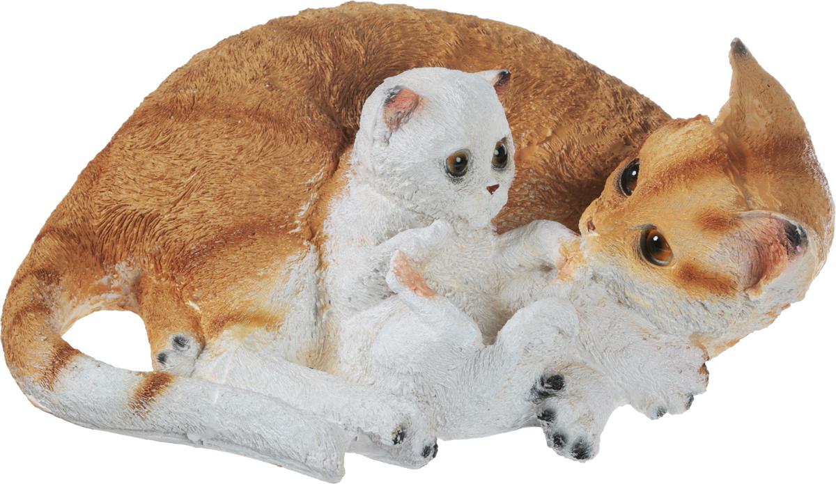 Фигурка садовая Кошка с котенком, длина 31 смF994Фигурка Кошка с котенком для декоративного оформления дома и сада выполнена из полистоуна. Фигурка позволит создать оригинальную декорацию, которая украсит собой ваш сад и добавит в него ярких красок. Размер фигурки: 31 см х 15 см х 23 см.