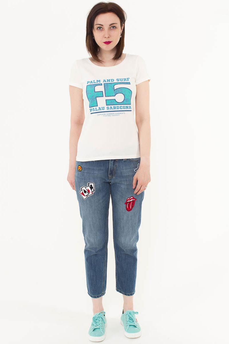 Джинсы женские F5, цвет: голубой. 175082_19728/P. Размер 28-32 (44-32)175082_19728/P, Blue denim 58578 Texas, w.lightЖенские укороченные джинсы F5 выполнены из качественного эластичного материала. Модель с посадкой Boyfriend fit на талии застегивается на пуговицу и имеет ширинку на застежке-молнии. На поясе имеются шлевки для ремня. Джинсы представляют собой классическую пятикарманку: два втачных и накладной карманы спереди и два накладных кармана сзади. Спереди и сзади нашиты несколько вышитых аппликаций.