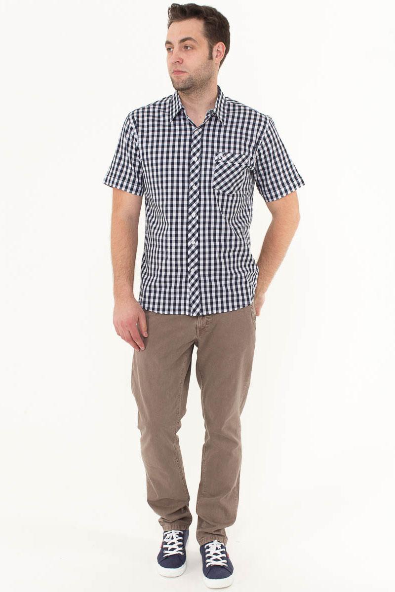 Рубашка мужская F5, цвет: белый, черный. 176008_07151. Размер M (48)176008_07151, Cotton, Check 8Стильная мужская рубашка F5, изготовленная из высококачественного материала, поможет создать модный образ и станет отличным дополнением к повседневному гардеробу. Модель прямого кроя с отложным воротничком застегивается на пуговицы и дополнена накладным карманом. Рубашка подойдет для офиса, прогулок или дружеских встреч и будет отлично сочетаться с джинсами и брюками.