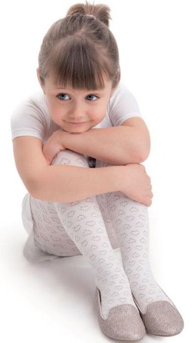 Колготки для девочки Knittex, цвет: белый. Lovely. Размер 92/98LovelyКолготки для девочки Knittex выполнены из вискозы с добавлением эластана и полиамида. Эластичные швы и мягкая резинка на поясе не позволят колготкам сползать и при этом не будут стеснять движений.
