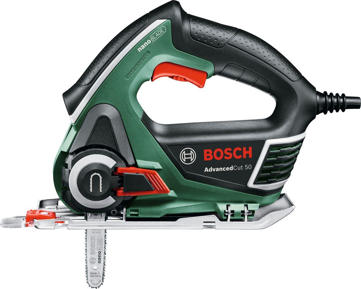 Мини-цепная пила Bosch AdvancedCut 50. 06033C812006033C8120Мини-цепная пила AdvancedCut 50 – инновационный инструмент от Bosch для прямолинейных, погружных и криволинейных пропилов (диаметр от 10 см).С AdvancedCut50 возможны также и косые пропилы – благодаря возможности фиксации подошвы под углом в диапазоне от 0°до 45°. Впервые в инструменте подобного класса реализован принцип цепной пилы – технология Nanoblade – благодаря чему пиление стало менее вибрационным, тихим и легким. Максимальная глубина пропила данного инструмента – 50 мм, мощность двигателя – 500 Вт, а благодаря системе SDS пильные полотна можно поменять 1 движением. Новые пилки Nanoblade не требуют никакого специального обслуживания. Точность в обработке любого материала гарантирована благодаря электронной системе управления Bosch Electronic: регулировка частоты ходов с помощью кнопочного выключателя, также инструмент оснащен функцией предустановки скорости. Высокая точность пиления достигается благодаря инновационной системе Bosch CutControl. Функция сдува опилок - для лучшего обзора линии реза и обеспечения чистоты на рабочем месте.
