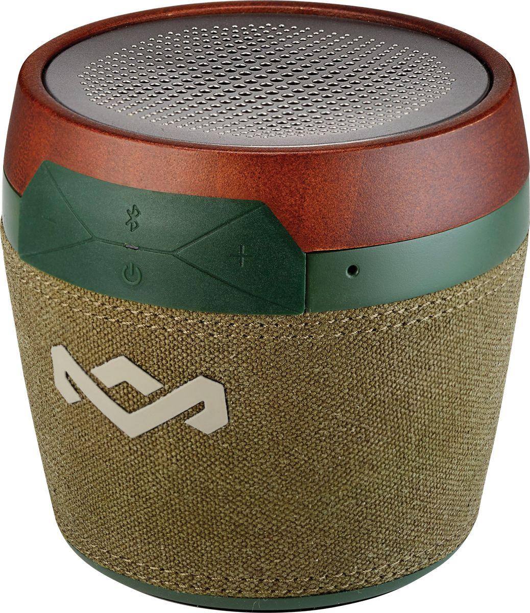 House of Marley Chant Mini, Green портативная акустическая системаEM-JA007-GRПродукция бренда Marley отличается особым шармом, благодаря дизайнерскому стилю и использованию натуральных материалов. Портативная Bluetooth акустика Chant Mini не исключение. Миниатюрная колонка напоминает своим дизайном африканский там-тамчик. Chant Mini сопрягается со всеми мобильными устройствами, поддерживающими Bluetooth. Также возможно и проводное подключение через стандартный аудио разъем. Динамик акустики будет радовать вас ярким, мощным и сочным звучанием. Аккумулятор обеспечивает до 6ч работы без подзарядки. К тому же, встроенный микрофон позволяет использовать колонку в качестве устройства громкой связи. Помимо всего прочего, колонку возможно прикрепить к одежде или рюкзаку с помощью карабина, который входит в комплектацию. И даже, если пойдет небольшой дождь, колонка выдержит и это испытание, так как обладает степенью защиты IPX4.Функциональные особенности: Защита от водяных брызг (IPX4). Встроенный микрофон. Выход на наушники. Материал корпуса: Бамбук, ткань Rewind, пластик, перфорированный аллюминий.