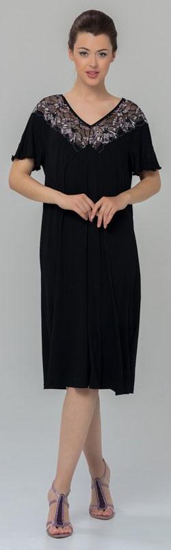 Ночная рубашка женская Tesoro, цвет: черный. 461С1. Размер 52461С1Женская ночная сорочка Tesoro изготовлена из высококачественного нежного вискозного материала. Модель с V-образным вырезом горловины и короткими рукавами декорирована мягким кружевом.