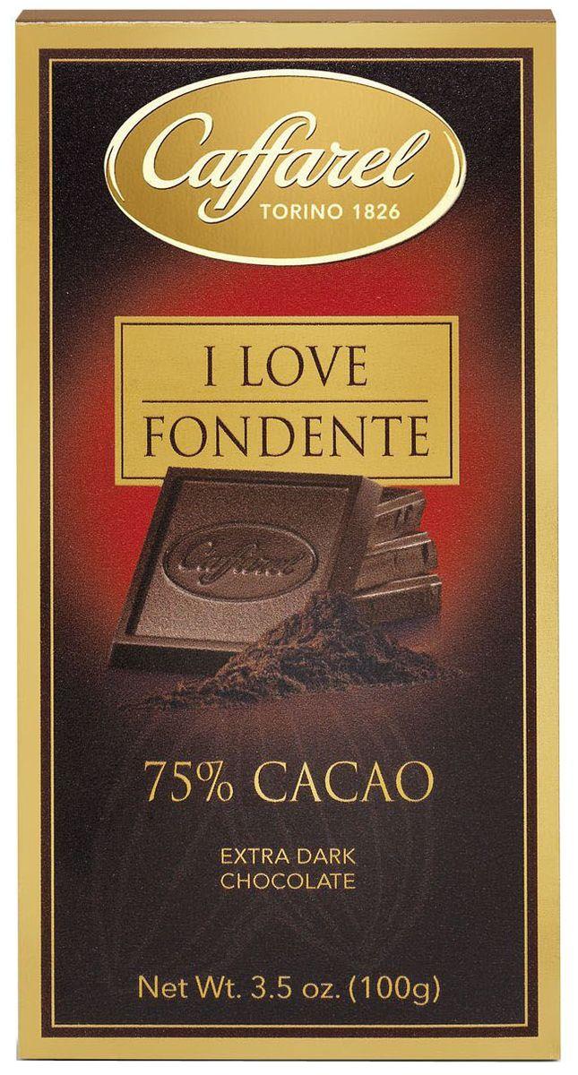 Caffarel шоколад горький 75 %, 100 гМС-00004282Caffarel Шоколад горький 75 % отличается насыщенным ароматом и бархатным вкусом с приятной терпкостью. Великолепен в сочетании с кофе. Компания Caffarel, расположенная в Турине, пользуется бесспорной репутацией лидера на итальянском шоколадном рынке. История компании началась с того, что в конце 18 века сеньор Доре Бозелл изобрел машину по измельчению и смешиванию какао-бобов. В 1826 году Пьер Поль Каффарель приобрел это изобретение для своей шоколадной мастерской на улице Балбис в Сан-Донато, в Турине. Вскоре компания Caffarel выпускает свою визитную карточку - конфеты Джандуйа. Около 30 процентов этой конфеты состояло из перемолотых лесных орехов. Свое название конфеты получили по имени карнавального персонажа-марионетки Джандуйа (GIANDUJA), олицетворяющего образ коренного жителя Пьемонта - итальянской области. Форма конфет так же была связанна с куклой, в основу конфет была положена треугольная шляпа персонажа.В 1865 году во время карнавала Каффарель угощал всех желающих своим новым изобретением от лица куклы Джандуйа. Конфеты пришлись по вкусу всем участникам карнавала, а начинка из перемолотых орехов вскоре получила имя - пралине.