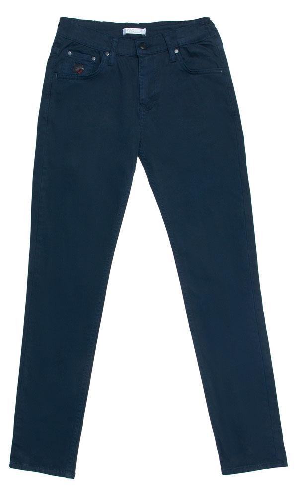 Брюки для мальчика Vitacci, цвет: синий. 1171461-04. Размер 1341171461-04Стильные брюки-джинсы для мальчика от Vitacci выполнены из вискозы и нейлона с добавлением эластана. Модель застегивается на гульфик с молнией и пуговицу. Пояс дополнен шлевками для ремня. Брюки имеют спереди два втачных кармана и один небольшой накладной кармашек. Карманы отделаны клепками.