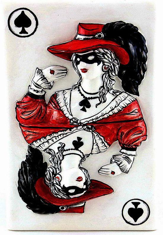 Плакетка ZORA Пиковая дама на белом», 15 х 22 см. Авторская работа. ZS-DPW-23ZS-DPW-23Керамика Zoraтри обжига,ручная работа,смешанные техники,напыление,ручная роспись,глазурь по керамике,пигменты, абажур из ткани шинц