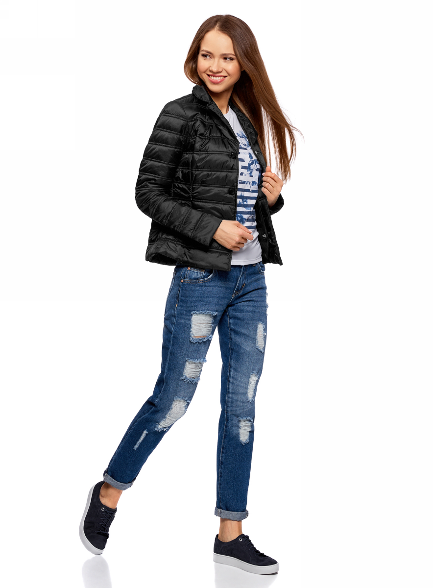 Куртка женская oodji Ultra, цвет: черный. 10204050/45797/2900N. Размер 40 (46-170)10204050/45797/2900NЖенская куртка изготовлена из качественного полиамида. Модель с длинными рукавами и отложным воротником застегивается на кнопки. По бокам расположены врезные карманы на застежках-молниях.