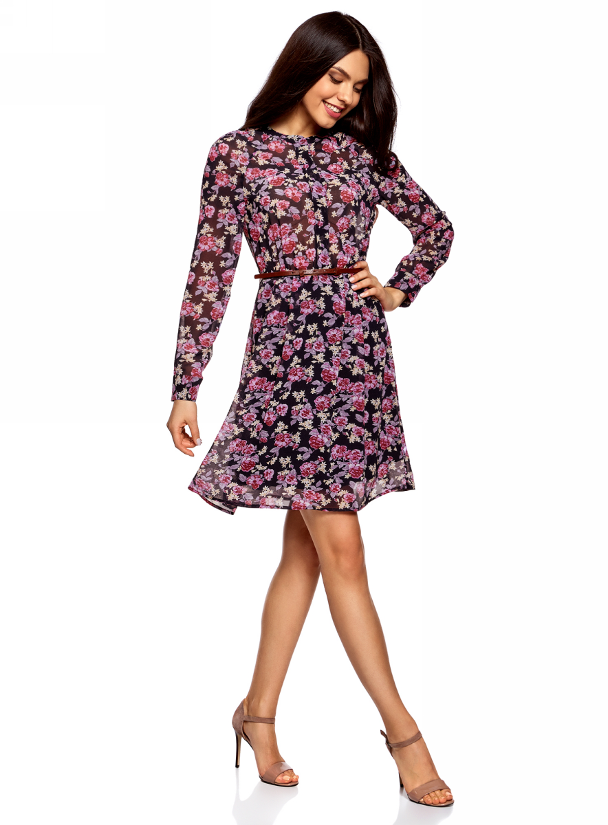 Платье oodji Collection, цвет: темно-синий, розовый. 21912001-1B/38375/7941F. Размер 38 (44-170)21912001-1B/38375/7941FПлатье oodji Collection полуприлегающего кроя выполнено из шифона и оформлено принтом. Модель средней длины с круглым вырезом горловины и длинными рукавами-реглан застегивается спереди и на манжетах на пуговицы; сбоку имеется скрытая застежка-молния. Платье подойдет для офиса, прогулок и дружеских встреч и станет отличным дополнением гардероба в летний период. Мягкая ткань на основе полиэстера приятна на ощупь и комфортна в носке.В комплект с платьемвходит узкий ремень из искусственной кожи с металлической пряжкой.