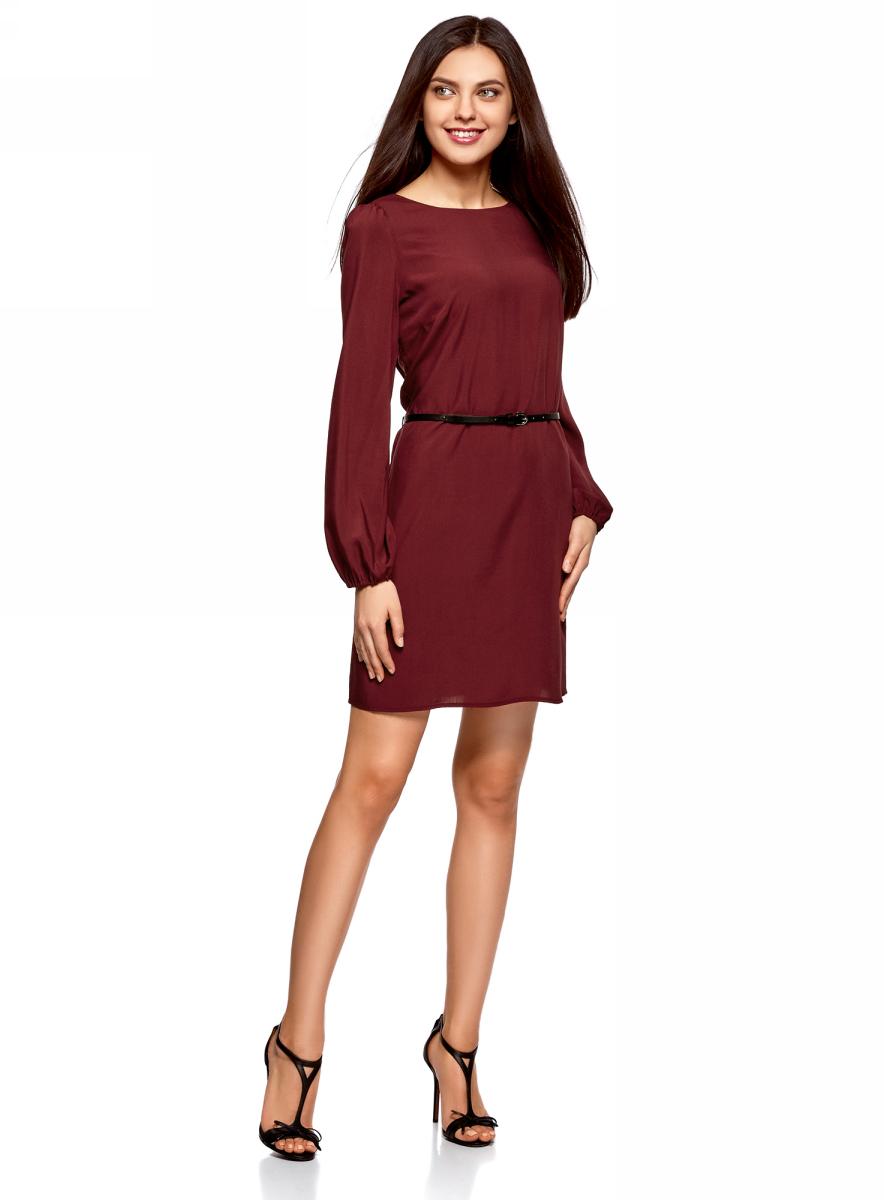 Платье oodji Ultra, цвет: бордовый. 11900150-8B/42540/4901N. Размер 34 (40-170)11900150-8B/42540/4901NСтильное короткое платье с длинным рукавом. Модель прямого силуэта с вырезом-лодочкой смотрится сдержанно и элегантно. Длинные прямые рукава собраны снизу на эластичную резинку. Линию талии подчеркивает узкий контрастный ремешок с изящной пряжкой. Легкая и шелковистая ткань из вискозы красиво струится и не стесняет движений. Платье длиной выше колена прекрасно смотрится на самых разных фигурах. Красивое базовое платье - прекрасный выбор для создания деловых и повседневных нарядов. В этом платье днем можно пойти на работу, а вечером отправиться на свидание или встречу с друзьями. Достаточно дополнить его яркими аксессуарами, и у вас получится праздничный наряд! Базовое платье красиво смотрится в сочетании с изящными туфлями на высоком каблуке и элегантным клатчем. А если похолодает, сверху можно накинуть пальто или тренч. В этом платье вы будете чувствовать себя привлекательной в любой ситуации!