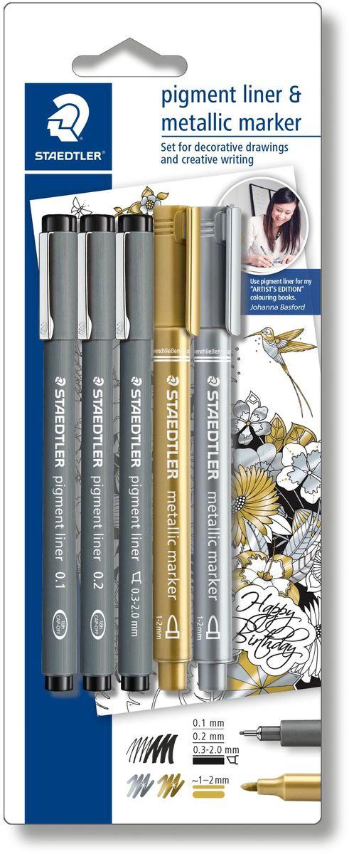 Staedtler Набор капиллярных ручек Pigment 308 3 шт с маркерами308SBK3P3Набор капиллярных ручек Pigment состоит из трех ручек с разной толщиной линии (0,1/0,2/0,3-2,0 мм) и двух маркеров золотистого и серебряного цветов, толщина линии (1,0-2,0 мм). Капиллярные ручки 308 серии идеальны для письма, набросков и черчения. Удлиненный металлический узел идеален для работы с линейками и шаблонами. Пигментные чернила, несмываемые, свето- и водоустойчивые. Стирается с кальки, не размазывается при выделении текстовыделителем. Можно оставить без колпачка на 18 часов и не опасаться высыхания. Корпус из пропилена гарантирует долгий срок службы.