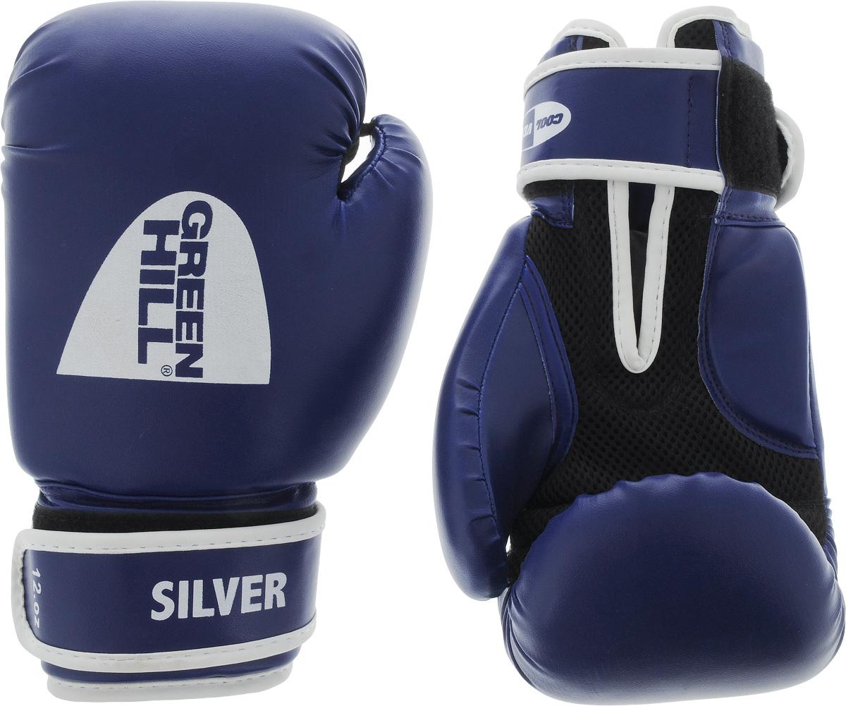 Боксерские перчатки Green Hill Silver, цвет: синий, белый. Размер 12 унций. BGS-2039BGS-2039Боксерские перчатки Green Hill Silver подойдут для легких спаррингов и тренировок. Верх выполнен из высококачественной искусственной кожи, наполнитель - из вспененного полимера. Ладонь выполнена по технологии, которая позволяет руке дышать. Манжет на липучке способствует быстрому и удобному надеванию перчаток, плотно фиксирует перчатки на руке.