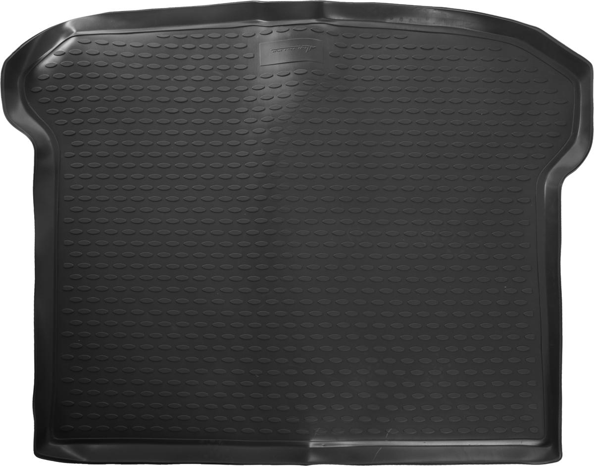 Коврик в багажник автомобиля Novline-Autofamily для Volvo XC60, 2007 -NLC.50.09.B12gАвтомобильный коврик Novline-Autofamily позволит вам без особых усилий содержать в чистоте багажный отсек вашего авто и при этом перевозить в нем абсолютно любые грузы. Такой автомобильный коврик гарантированно защитит багажник вашего автомобиля от грязи, мусора и пыли, которые постоянно скапливаются в этом отсеке. А кроме того, поддон не пропускает влагу. Все это надолго убережет важную часть кузова от износа. Мыть коврик для багажника из полиуретана можно любыми чистящими средствами или просто водой. При этом много времени уборка не отнимет, ведь полиуретан устойчив к загрязнениям.Если вам приходится перевозить в багажнике тяжелые грузы, за сохранность автоковрика можете не беспокоиться. Он сделан из прочного материала, который не деформируется при механических нагрузках и устойчив даже к экстремальным температурам. А кроме того, коврик для багажника надежно фиксируется и не сдвигается во время поездки - это дополнительная гарантия сохранности вашего багажа.