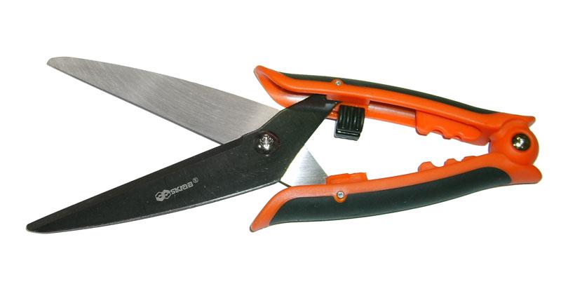 Ножницы для стрижки кустов. Лезвия инструмента изготовлены из закаленной инструментальной стали, покрытой антикоррозийным слоем. Рукоятка из качественного пластика для удобства имеет фиксатор.