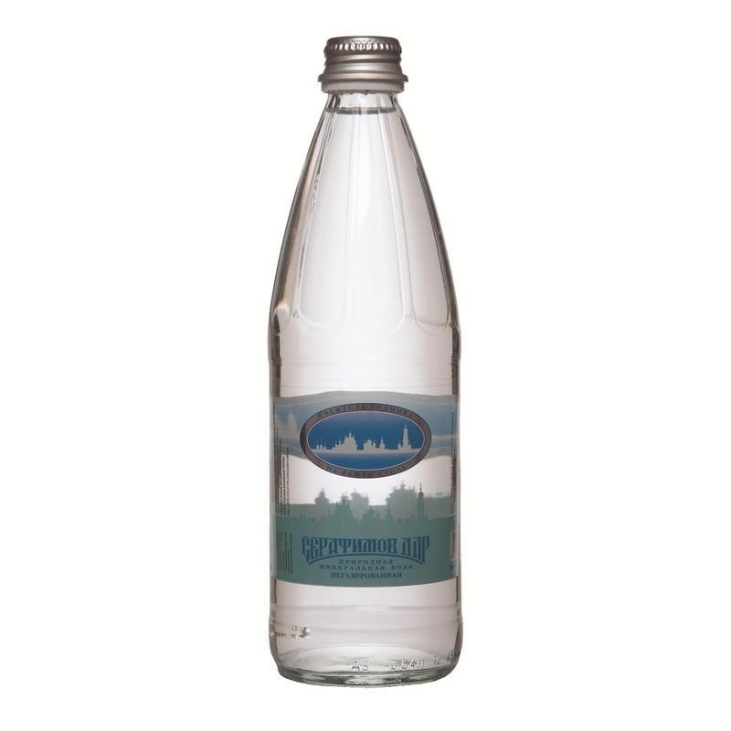Серафимов Дар вода минеральная, 0,54 л4670006830275Серафимов дар - натуральная негазированная минеральная вода. Это столовая вода, подходящая для каждодневного употребления в неограниченных количествах. Общая минерализация составляет 0,15 - 0,45 г/л.Минеральная вода Серафимов дар рекомендована к употреблению Российской академией медицинских наук. Она хорошо утоляет жажду, легко усваивается организмом и быстро выводит из него вредные продукты нашей жизнедеятельности. Ее чистота и изумительный вкус не раз были отмечены высшими наградами международных конкурсов.Название воды связано с именем святого преподобного чудотворца Серафима Саровского, в 1825 году поселившегося верстах в двух от монастыря, у Богословского родника. В дореволюционные времена вода из этого источника поставлялась к царскому столу, сегодня закупается службой обеспечения президента РФ.