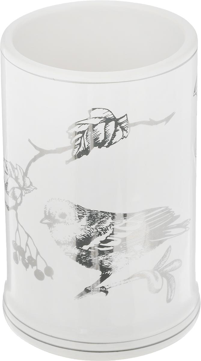 """Стакан для ванной комнаты Коллекция """"Голд"""" изготовлен из высококачественной керамики. В таком стакане удобно хранить зубные щетки, тюбики с зубной пастой и другие принадлежности. Стакан для ванной комнаты Коллекция """"Голд"""" стильно украсит интерьер и добавит в обычную обстановку яркие и модные акценты.Размер стакана: 7 х 7 х 11 см."""