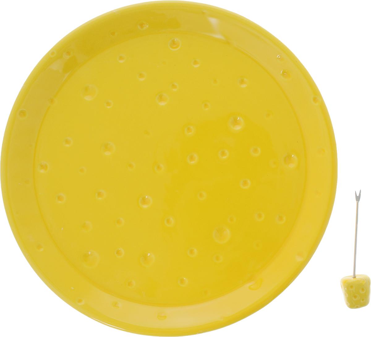 Тарелка для сыра Elan Gallery, с вилкой, диаметр 24 см110766Тарелка для сыра Elan Gallery, изготовленная из керамики, сочетает в себе изысканный дизайн с максимальной функциональностью. Красочность оформления придется по вкусу тем, кто предпочитает утонченность и изящность. В комплект входит оригинальная вилка с наконечником.Тарелка Elan Gallery украсит сервировку вашего стола и подчеркнет прекрасный вкус хозяйки, а также станет отличным подарком. Диаметр тарелки (по верхнему краю): 24 см.Высота тарелки: 2,5 см.Длина вилки: 9 см.