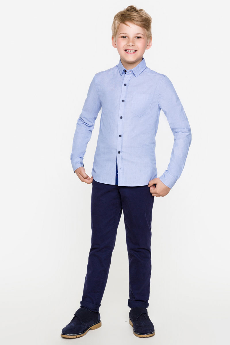 Рубашка для мальчика Acoola Zevs, цвет: голубой. 20100280012_400. Размер 12220100280012_400Стильная рубашка для мальчика Acoola Zevs изготовлена из хлопковой ткани шамбре и дополнена накладным карманом на груди. Модель классического кроя с длинными рукавами и отложным воротничком застегивается спереди на пуговицы. Манжеты рукавов также дополнены пуговицами. Мягкая ткань на основе хлопка приятна на ощупь и комфортна в носке. Такая рубашка поможет создать модный школьный образ и станет отличным дополнением к повседневному гардеробу юного мужчины.