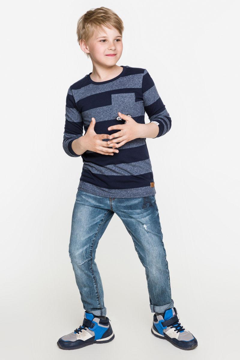Лонгслив для мальчика Acoola Bernina, цвет: темно-синий. 20110100089_600. Размер 15820110100089_600Стильная футболка с длинным рукавом для мальчика Acoola Bernina поможет создать модный повседневный образ и станет отличным дополнением гардероба. Модель прямого кроя с длинными рукавами изготовлена из меланжевого трикотажа в полоску и дополнена нагрудным карманом с нашивками. Круглый вырез горловины дополнен мягкой трикотажной резинкой. Модель подойдет для прогулок и дружеских встреч и будет отлично сочетаться с джинсами и брюками. Мягкая ткань на основе хлопка приятна на ощупь и комфортна в носке.