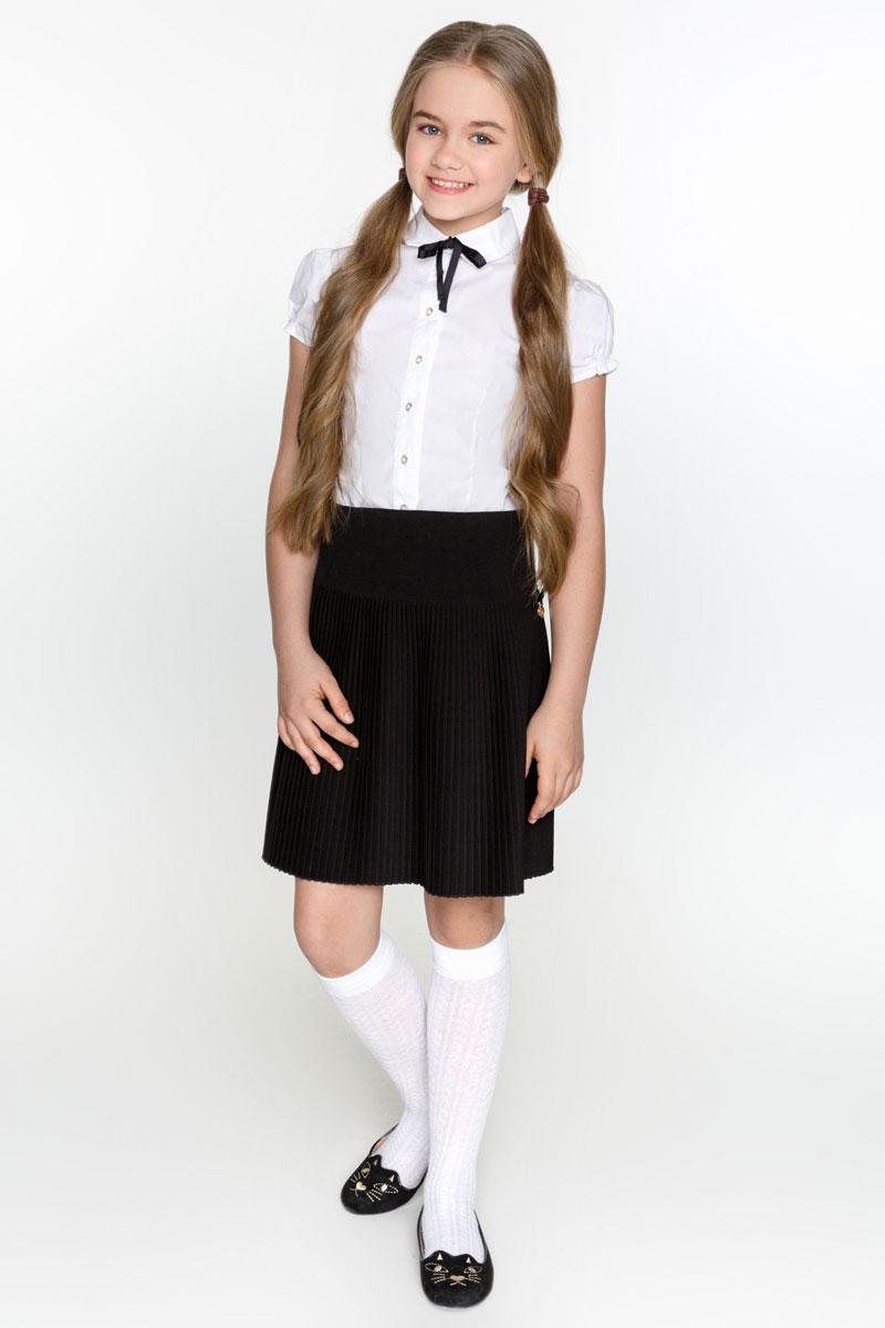 Юбка для девочки Acoola Kelvin2, цвет: черный. 20200180005_100. Размер 16420200180005_100Плиссированная юбка для девочки Acoola Kelvin2, оформленная небольшим бархатным бантиком с подвеской, поможет создать модный школьный образ. Модель без подкладки изготовлена из плотной костюмной ткани и застегивается на скрытую застежку-молнию и пуговицу сбоку. Юбка подойдет для школы, прогулок и дружеских встреч станет отличным дополнением гардероба. Мягкая ткань приятна на ощупь и комфортна в носке.