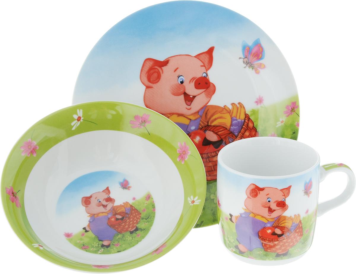 Набор посуды Loraine Поросенок, 3 предметамультиколорНабор посуды Поросенок сочетает в себе изысканный дизайн с максимальной функциональностью. В набор входят суповая тарелка, обеденная тарелка и кружка. Предметы набора выполнены из высококачественной керамики, декорированы красочным рисунком. Благодаря такому набору обед вашего ребенка будет еще вкуснее. Набор упакован в красочную, подарочную упаковку.Диаметр суповой тарелки: 15 см.Диаметр обеденной тарелки: 17,5 см.Объем кружки: 230 мл.