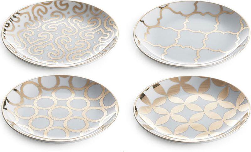 Набор тарелок Rosanna Luxe Moderne, 4 шт. 9493794937Набор Rosanna Luxe Moderne состоит из четырех тарелок, оформленных ярким принтом с узорами. Изделия, изготовленные из высококачественного фарфора, с внешней стороны выполнены с глазурованным покрытием. Такой набор будет не только отличным подарком, но и порадует вас за столом.