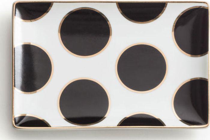 Поднос декоративный Rosanna Dots Black Gold96182Поднос Rosanna, изготовленный из настоящего фарфора в изысканных расцветках, станет незаменимым предметом для сервировки стола и не оставит ни одну хозяйку равнодушной.Не рекомендуется использовать в микроволновой печи воизбежание появления трещин.