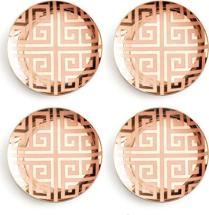 Набор тарелок Rosanna Greek Key Pink & Gold, 4 шт96522Современная, немного гламурная и стильная — такой задумана коллекция Jet Setter. Тарелки изготовлены из настоящего фарфора, имеют классическую форму, приятный персиковый цвет,который дополняет золотой орнамент, поэтому их дизайн выглядит необычно и привлекательно. Упаковка тоже имеет индивидуальный дизайн, поэтому такая посуда будет идеальным подарком.Не рекомендуется использовать в микроволновой печи во избежание появления трещин.