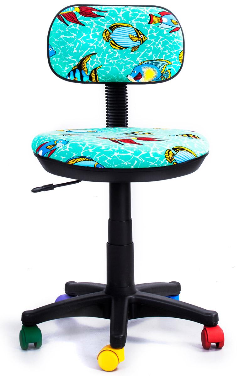 """Детское кресло Recardo Junior D12 c разноцветными колесиками и бирюзовой текстильной обивкой с принтом """"Рыбы"""" станет отличной основой для детского рабочего места. Благодаря широкому диапазону регулировки высоты вы можете быть уверены, что ваш ребенок не перерастет свое кресло раньше времени. Механизм качания/откидывания позволяет легко настраивать кресло для максимального удобства."""