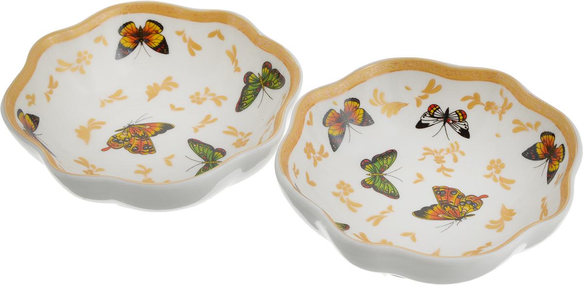 """Розетка для варенья Elan Gallery """"Бабочки"""" изготовлена из высококачественной керамики и украшена ярким изображением бабочек. Изделие отлично подойдет для подачи на стол меда или варенья.Такая розетка  украсит ваш праздничный или обеденный стол, а яркое оформление понравится любой хозяйке.Диаметр (по верхнему краю): 10 см.Высота: 3,5 см.Объем: 100 мл."""