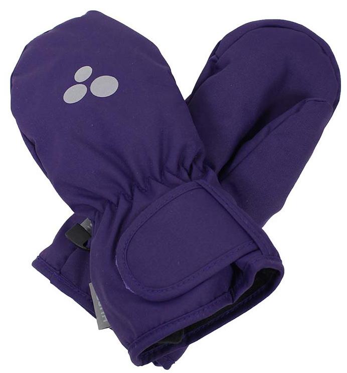 Варежки детские Huppa Liina, цвет: фиолетовый. 8104BASE-70073. Размер 38104BASE-70073Детские варежки Huppa Liina, изготовленные из высококачественного полиэстера, станут идеальным вариантом для холодной зимней погоды. Первоклассный мембранный материал и теплая мягкая флисовая подкладка, а также наполнитель из синтепона надежно сохранят тепло и не дадут ручкам вашего малыша замерзнуть.Варежки дополнены удлиненными манжетами, которые помогут предотвратить попадание снега и влаги. На запястьях варежки собраны на эластичные резинки, что обеспечивает комфортную и надежную посадку. Изделие дополнено хлястиками на липучках, которые позволяют регулировать обхват манжет. С внешней стороны варежки оформлены светоотражающим принтом.Теплые, удобные и стильные варежки будут незаменимы для зимних прогулок и надежно защитят ручки малыша от холода и ветра.Водонепроницаемость: 5000 мм. Воздухопроницаемость: 5000 г/м2.