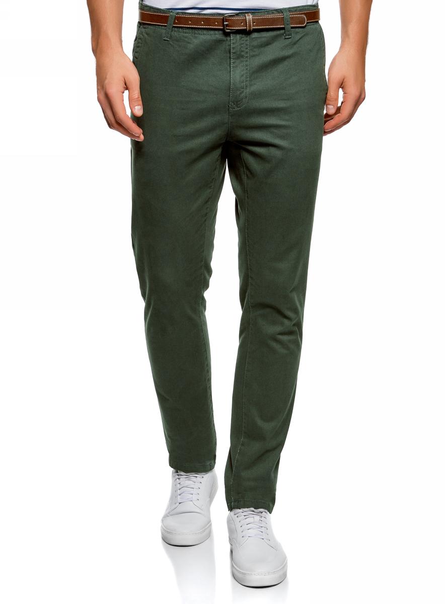Брюки мужские oodji Basic, цвет: темно-зеленый. 2B150026M/25735N/6900N. Размер 36 (44-182)2B150026M/25735N/6900NМужские брюки oodji изготовлены из натурального хлопка. Брюки застегиваются на молнию и пуговицу в ширинке. Зауженная к низу модель дополнена врезными карманами по бокам и сзади. В комплекте с брюками имеется удобный ремень с металлической пряжкой.