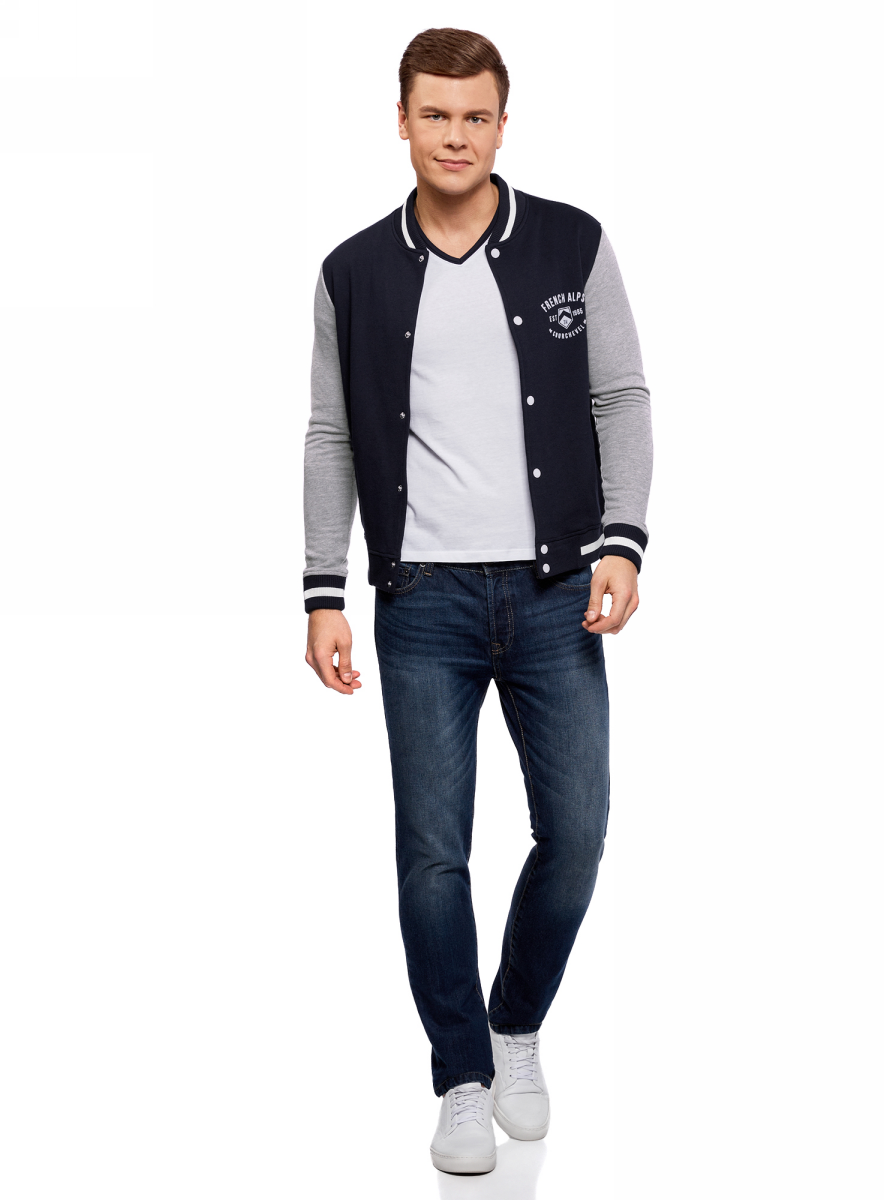 Куртка мужская oodji Lab, цвет: темно-синий, серый. 5L912034M/46916N/7923B. Размер L (52/54)5L912034M/46916N/7923BМужская куртка-бомбер oodji изготовлена из качественного комбинированного материала. Трикотажная модель с длинными рукавами застегивается по всей длине на кнопки. Куртка дополнена эластичными резинками по низу изделия, на воротнике и манжетах рукавов. Спереди расположены прорезные карманы.