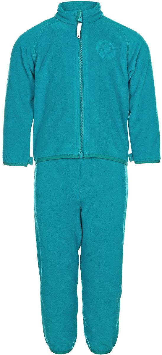 Комплект одежды детский флисовый Reima Etamin: кофта, брюки, цвет: бирюзовый. 5163168860. Размер 925163168860В холодную погоду рекомендуется под верхнюю одежду носить теплый, но при этом дышащий флисовый промежуточный слой. Этот комплект из полярного флиса для малышей хорошо согреет малыша, но жарко в нем не будет. Комплект – необычайно легкий, но при этом теплый и быстросохнущий, а материал, из которого он сшит, отводит влагу от кожи в верхние слои одежды. Комплект, состоящий из кофты и брюк, очень удобно носить в детский сад: он послужит теплым промежуточным слоем во время игр на улице, и его можно носить в помещении. А если вдруг станет жарко, всегда можно снять верхнюю часть. Флисовая кофта снабжена молнией во всю длину, поэтому легко надевается. Удлиненная спинка закрывает поясницу, а защита для подбородка не дает поцарапаться об зубчики молнии. С помощью системы кнопок Play Layers этот комплект можно присоединить к многим моделям верхней одежды Reima.
