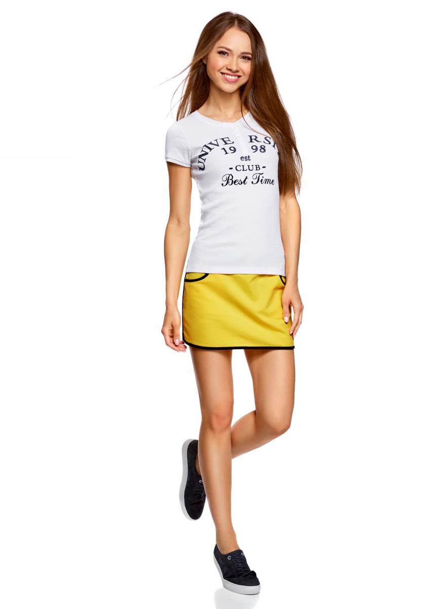 Юбка oodji Ultra, цвет: лимонный, темно-синий. 14101098B/46155/5179B. Размер M (46)14101098B/46155/5179BЮбка oodji изготовлена из качественного хлопка. Короткая модель на талии собрана на резинку и дополнена завязками. Спереди имеются карманы.