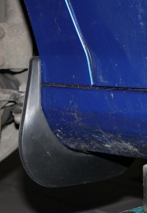 Комплект брызговиков передних Novline-Autofamily для Peugeot 308 хэтчбек, 2007-2014, 2 шт. NLF.38.11.E11NLF.38.11.F11Комплект Novline-Autofamily состоит из 2 передних брызговиков, изготовленных из высококачественного полиуретана. Изделия эффективно защищают кузов автомобиля от грязи и воды, формируют аэродинамический поток воздуха, создаваемый при движении вокруг кузова таким образом, чтобы максимально уменьшить образование грязевой измороси, оседающей на автомобиле. Разработаны индивидуально для каждой модели автомобиля. С эстетической точки зрения брызговики являются завершением колесных арок.