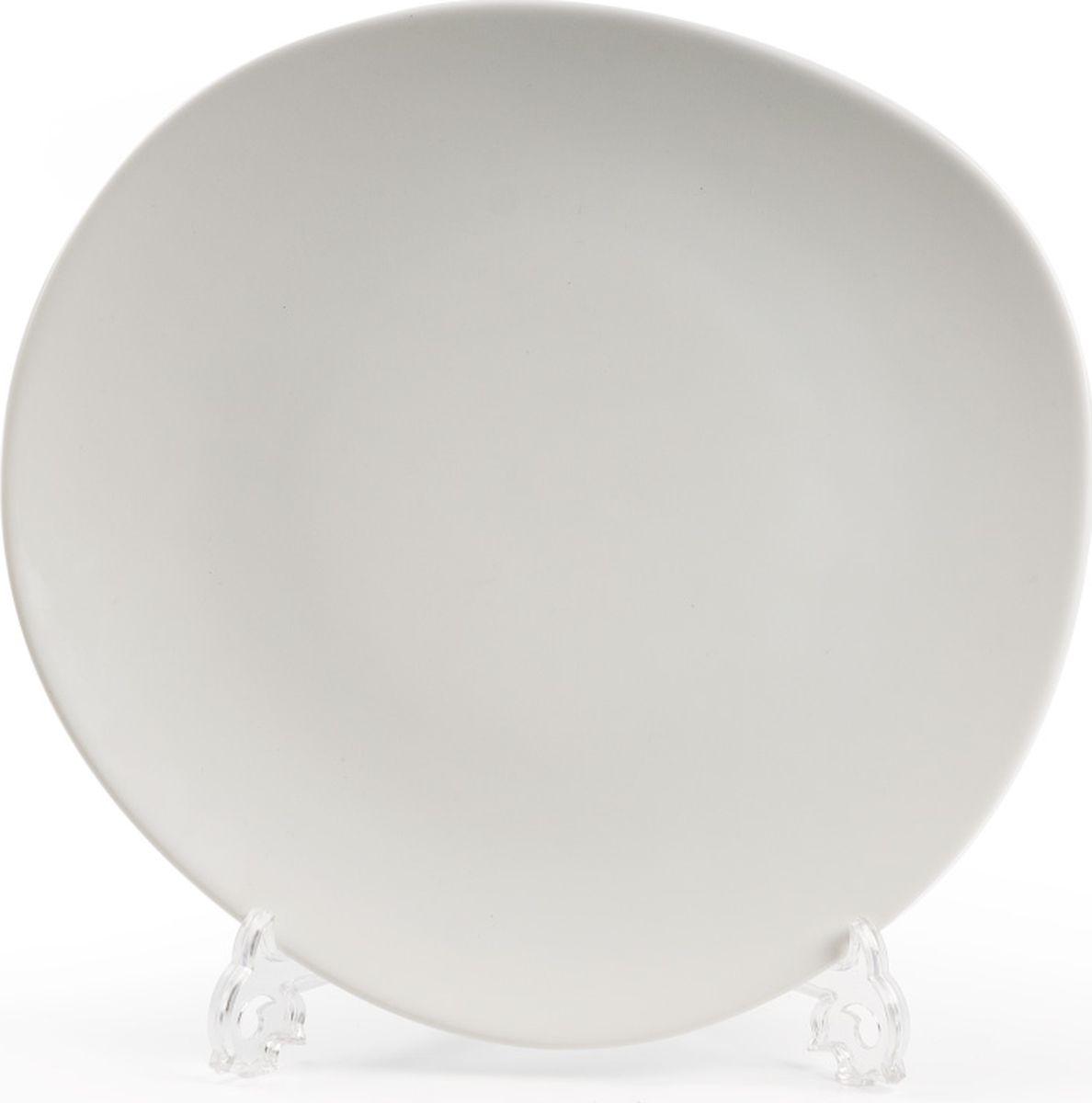 Тарелка La Rose des Sables Island, без бортов, цвет: белый, диаметр 22,5 см2301-027Тарелка La Rose des Sables Island выполнена из тунисского фарфора, изготовленного из уникальной белой глины, которую добывают во французской провинции Лимож. Фарфоровая тарелка из знаменитой Лиможской глины. Фарфор превосходного качества. Благодаря двойному термическому обжигу, этот тонкостенный фарфор обладает высокой ударопрочностью, жаропрочностью и великолепным блеском глазури. Тарелка идеально подходит для повседневного использования. Отлично смотрится в любом интерьере.Можно использовать в СВЧ печи и мыть в посудомоечной машине. Диаметр: 22,5 см.
