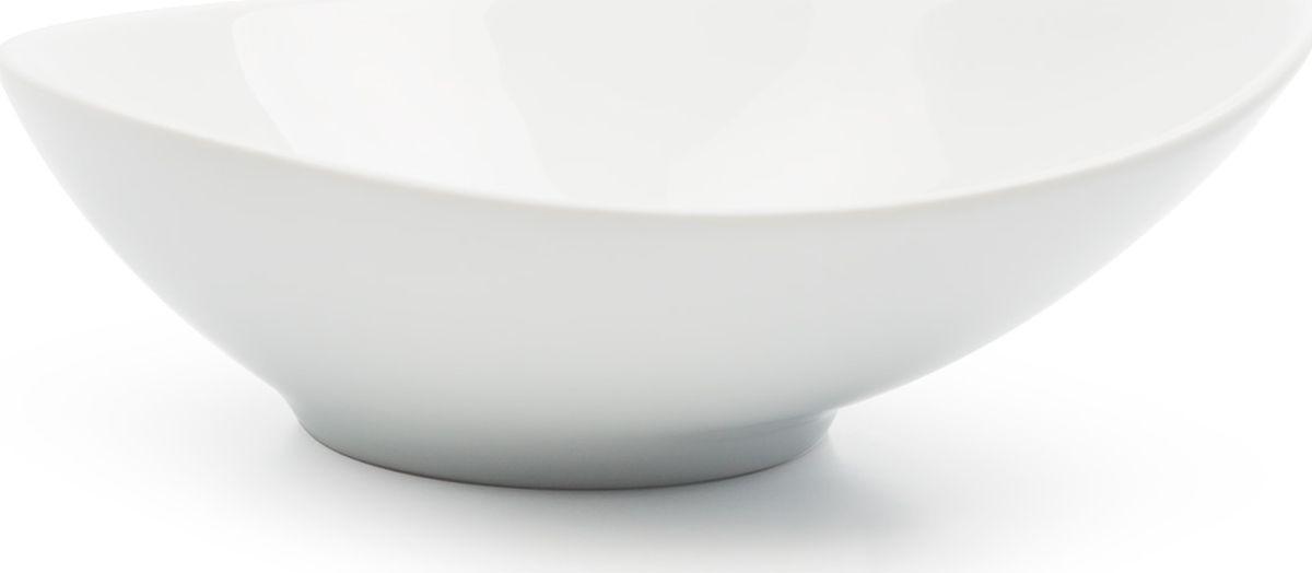 Салатник La Rose des Sables Island, диаметр 20 см820218Салатник La Rose Des Sables - прекрасное дополнение праздничного стола. Изделие выполнено из высококачественного фарфора. Фарфор марки La Rose Des Sables изготавливается из уникальной белой глины, которая добывается во Франции, в знаменитой провинции Лимож. Особые свойства этой глины, открытые еще в 18 веке, позволяют создать удивительно тонкую, легкую и при этом прочную посуду. Лиможский фарфор известен по всему миру. Это символ утонченности, аристократизма и знак высокого вкуса. Продукция импортируется в европейские страны и производится под брендом La Rose des Sables, что в переводе означает Роза песков. Преимущества этого фарфора заключаются в устойчивости к сколам и трещинам, что возможно благодаря двойному термическому обжигу. Посуда имеет маркировку Pate de Limoges, подтверждающую, что сырье для ее изготовления добыто именно в провинции Лимож, а качество соответствует европейским стандартам. Производство расположено в Тунисе. Коллекции бренда La Rose Des Sables самые разнообразные, от изделий в лаконичном и современном дизайне - отличный выбор на каждый день, до роскошной посуды с позолотой - для особого случая и праздничной сервировки стола.